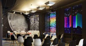 Auditorio y sala de muestras por el equipo IADE Escuela de Diseño en Casa Decor 2013