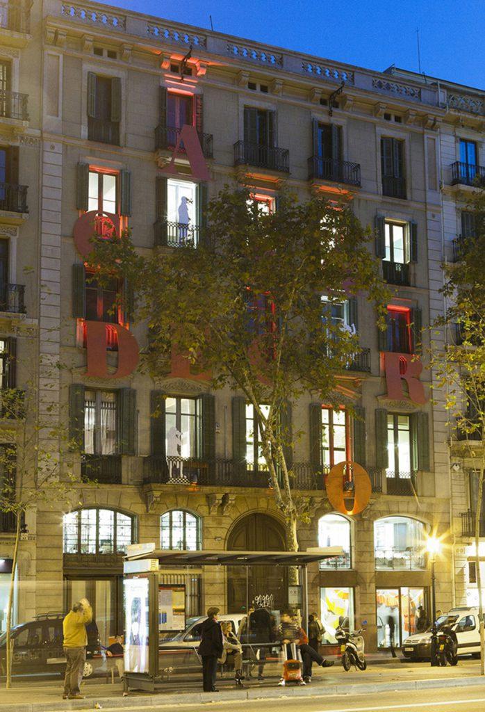 casa-decor-barcelona-2011-iluminacion-fachada-arcaya-basso-erco-002