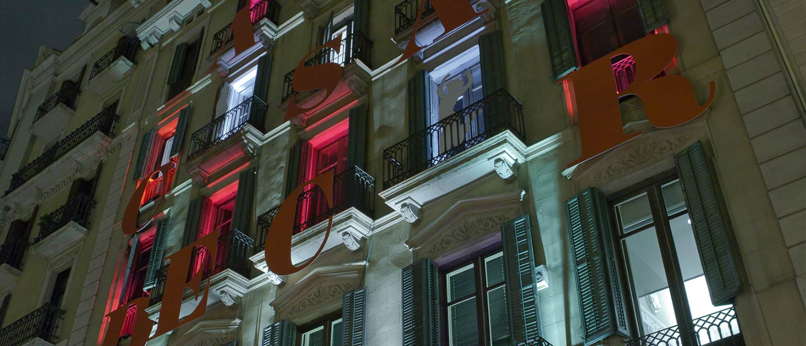 Iluminación Fachada – «Pasión por las letras»