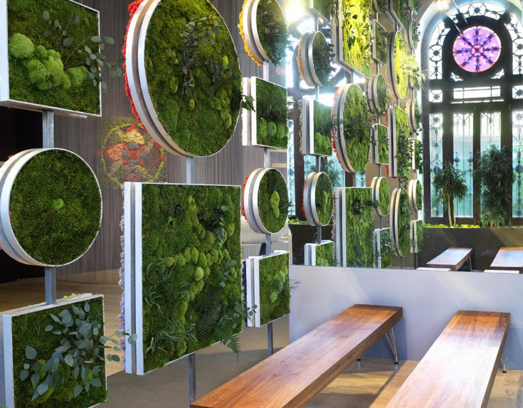 Auditorio y sala de expositores por catherine grenier y for Imagenes de jardines verticales