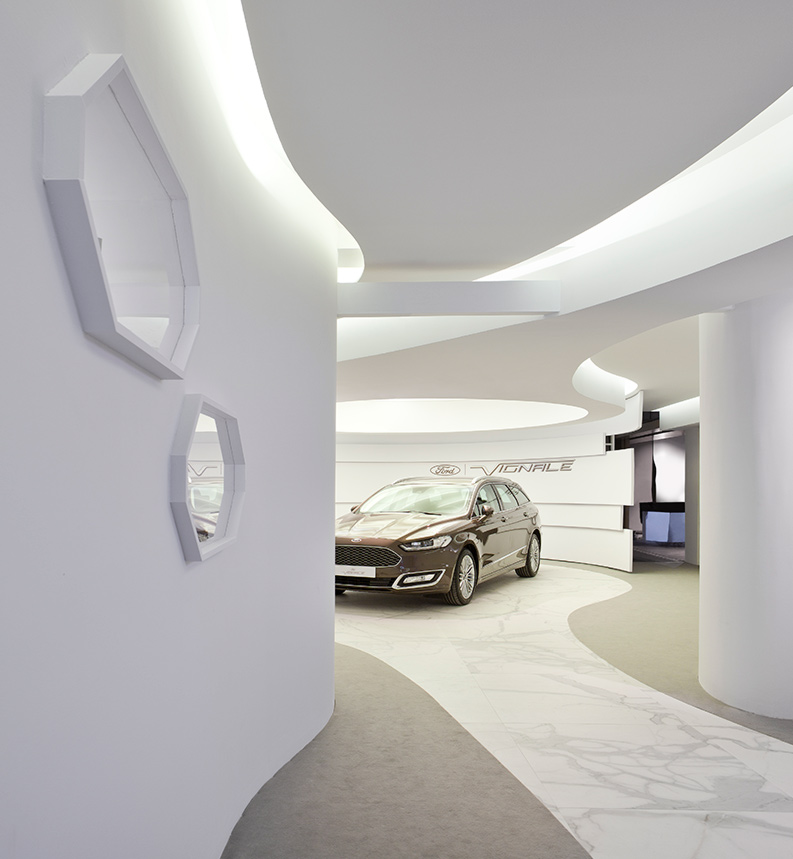 Espacio Ford – «Vignale Concierge Lounge», Héctor Ruiz-Velázquez