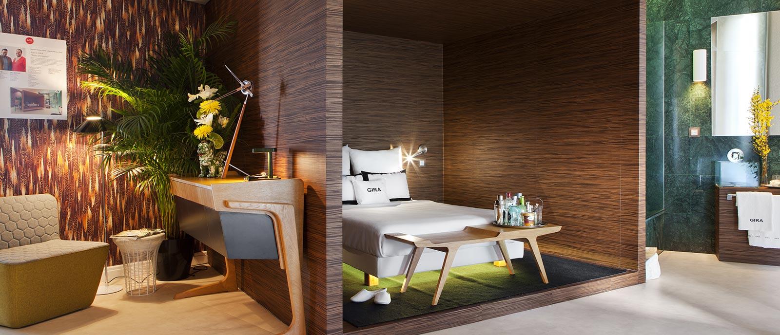 Dormitorio domótico – Espacio GIRA «Suite & Control»