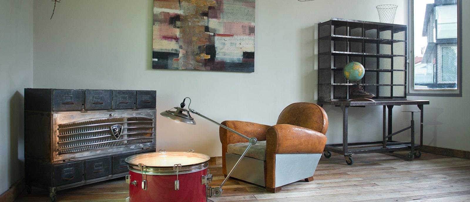 Salón vintage-industrial – «El archivo de Epicuro y el Café des Artistes»