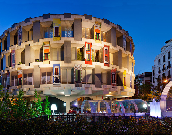 Decoración e iluminación de fachadas en Casa Decor