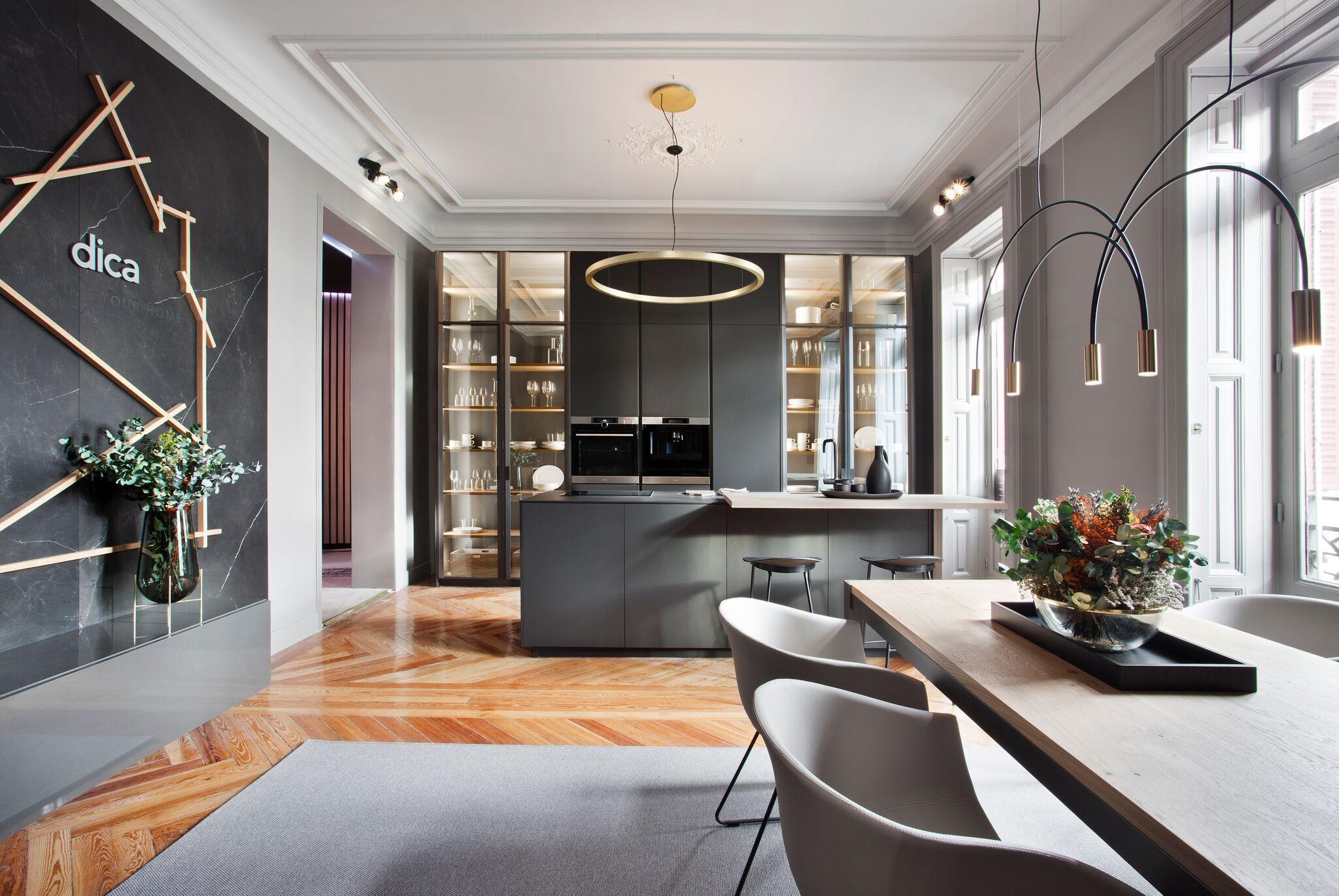 Cocina-comedor diseñada por el equipo Dica en Casa Decor 2018