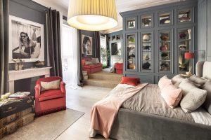 Dormitorio con vestidor de Asun Antó en Casa Decor 2018
