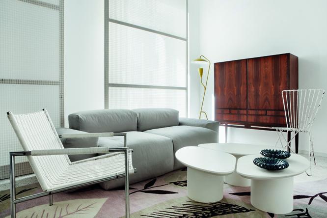 Dormitorio en tonos blancos y grises decorado por Erico Navazo en Casa Decor 2009
