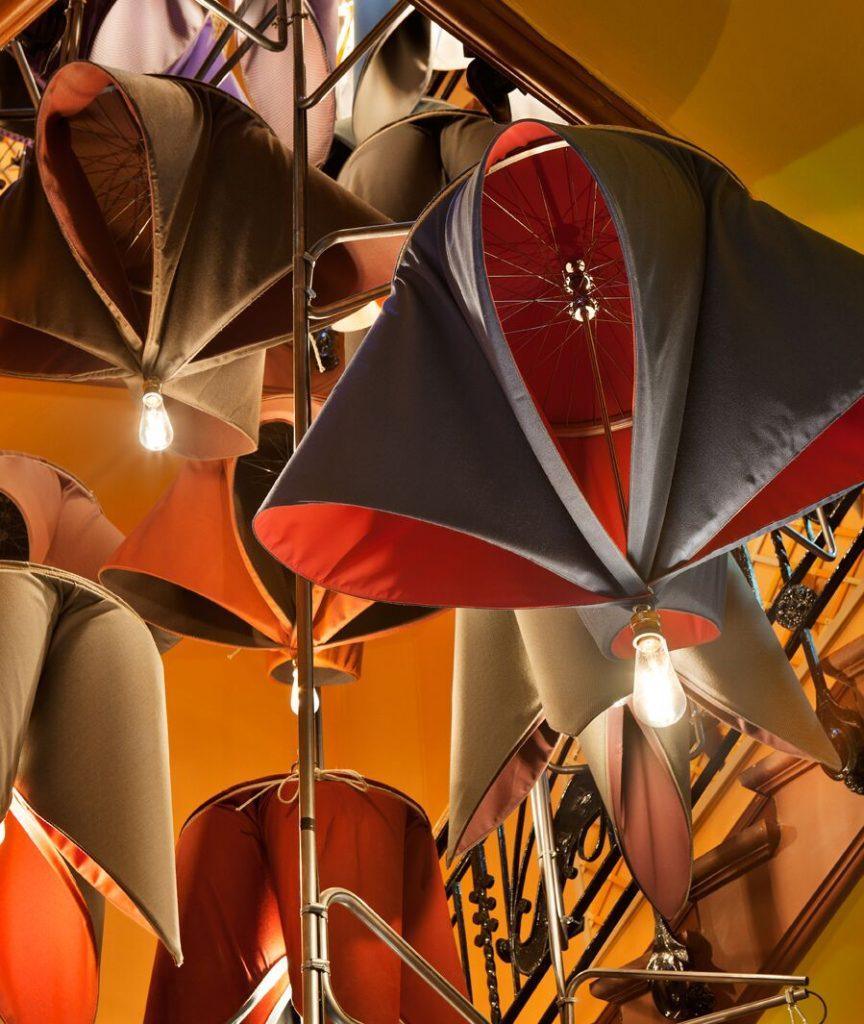 Luminarias con forma de flor realizadas con telas de Sunbrella por Izaskun Chinchilla