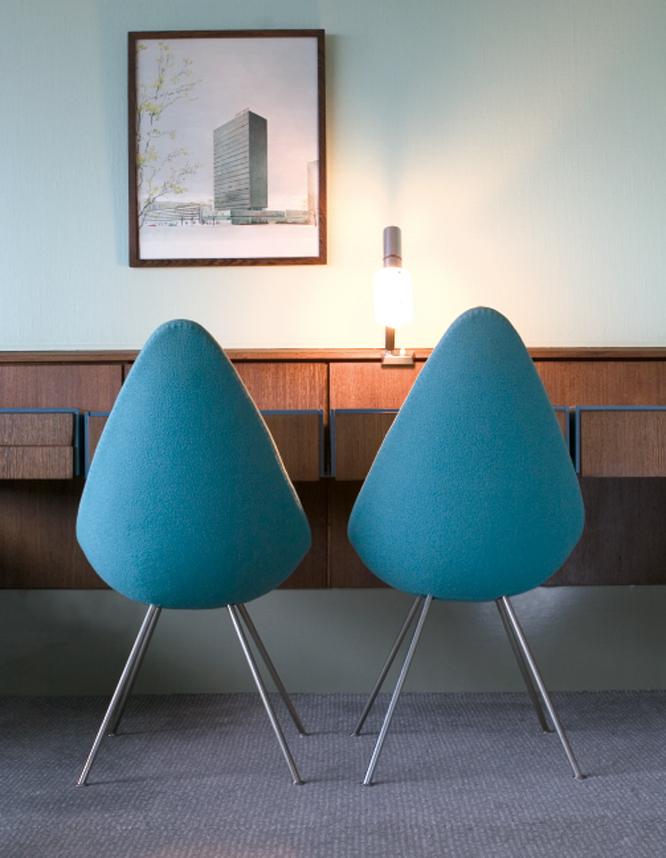 Sillas Drop, diseñadas por Arne Jacobsen