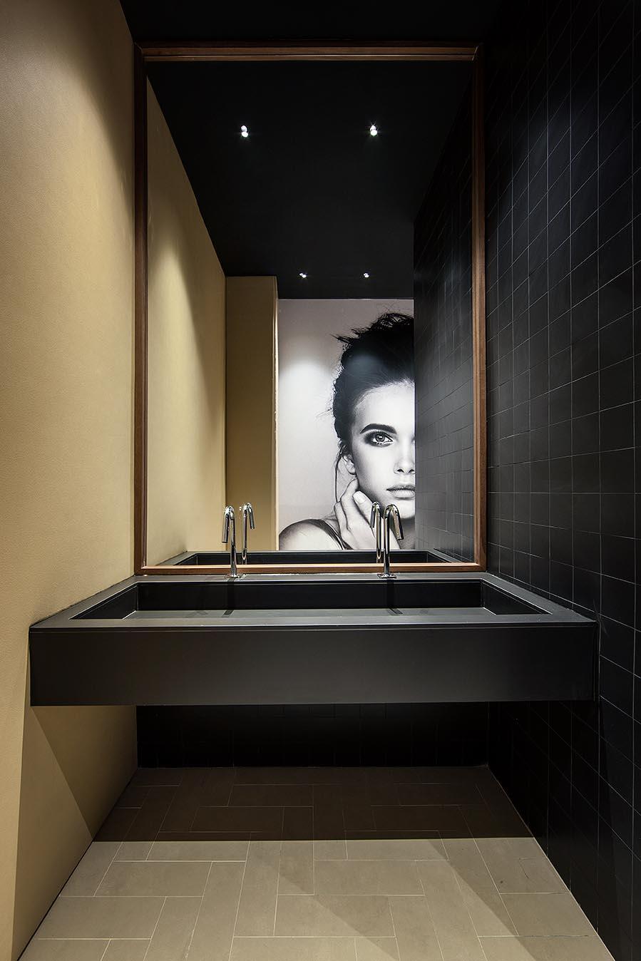 """Baño """"El Baño del Hombre Invisible"""" por Alejandra de la ..."""