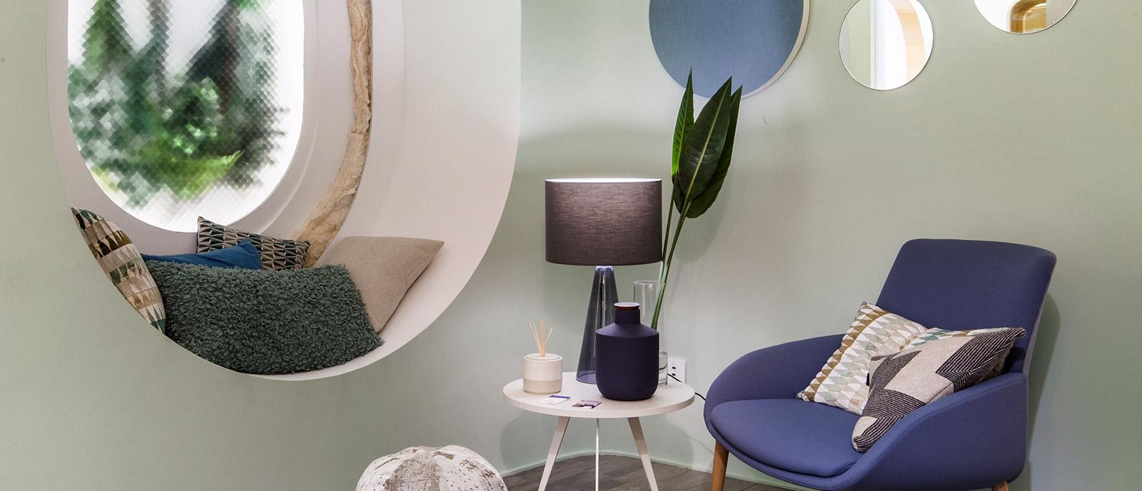 """Sala de estar """"Jardín Secreto"""" – Espacio Saint-Gobain"""