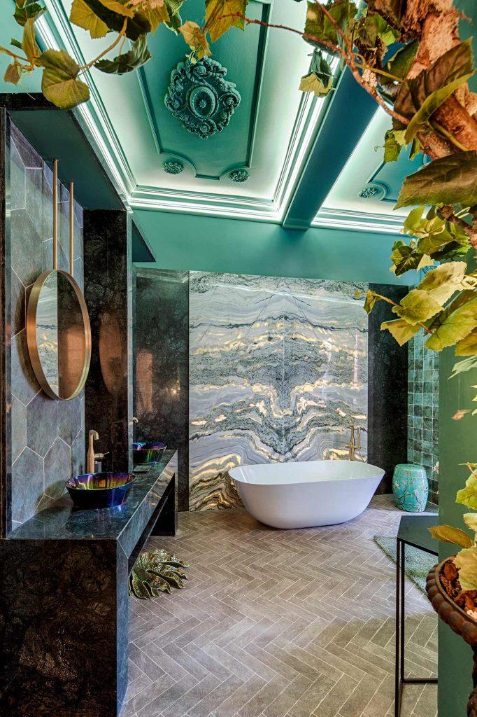 34-salon-con-bano-mandalay-interiorismo-casa-decor-2019-01-(1)