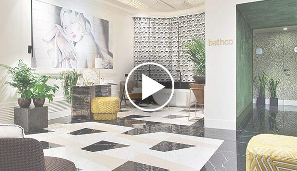 Video de Aseos de uso público – «La baronesa con pincel» – Espacio Bathco