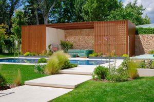 Jardín con piscina diseñado por Pia Paisajimo