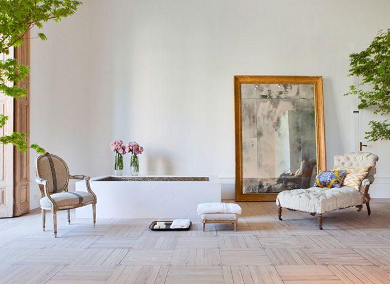 Antigüedades y piezas clásicas en la decoración de interiores