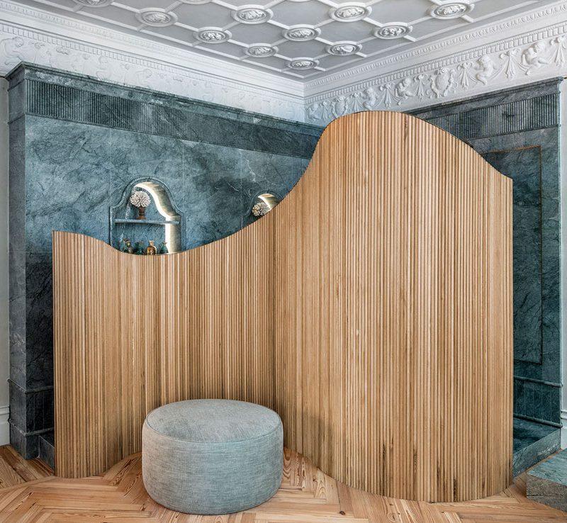 Tendencias deco: la palillería de madera como revestimiento de paredes y mobiliario
